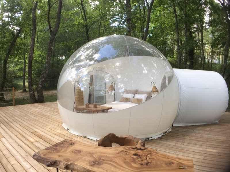 bulle transparente dans les arbres