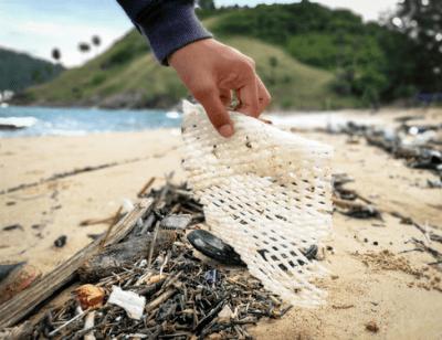 nettoyage de plage déchets plastique