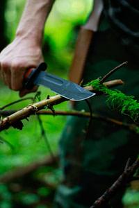 stage survie couteau coupe bois