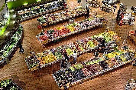 Supermarché Biologique - Rayon fruits et légumes pour cuisiner responsable